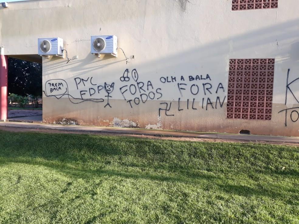 Adolescente são suspeitos de picharem escola com desenhos obscenos e ameaças em Feliz Natal — Foto: Polícia Militar de Mato Grosso/Assessoria