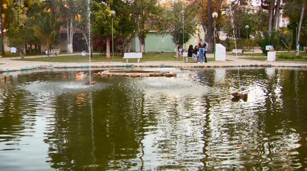 Parque das Águas é reaberto após laudo afirmar que águas estão aptas para consumo em Lambari, MG — Foto: Reprodução/EPTV
