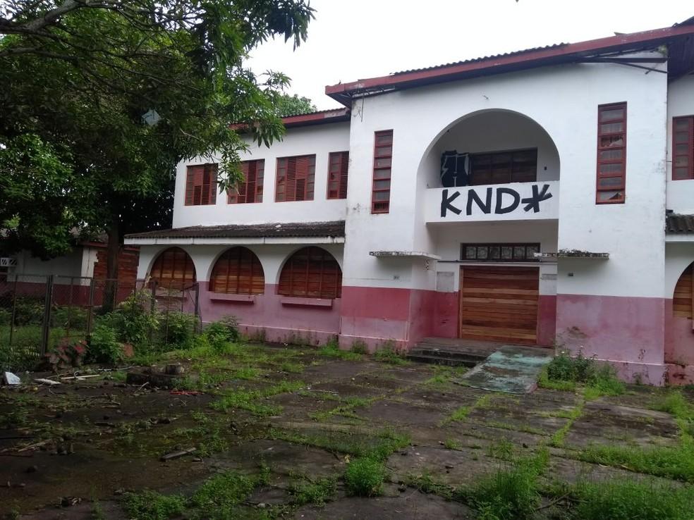 -  Escola Barão do Rio Branco, no Centro de Macapá, está fechada desde 2014  Foto: Jorge Abreu/G1