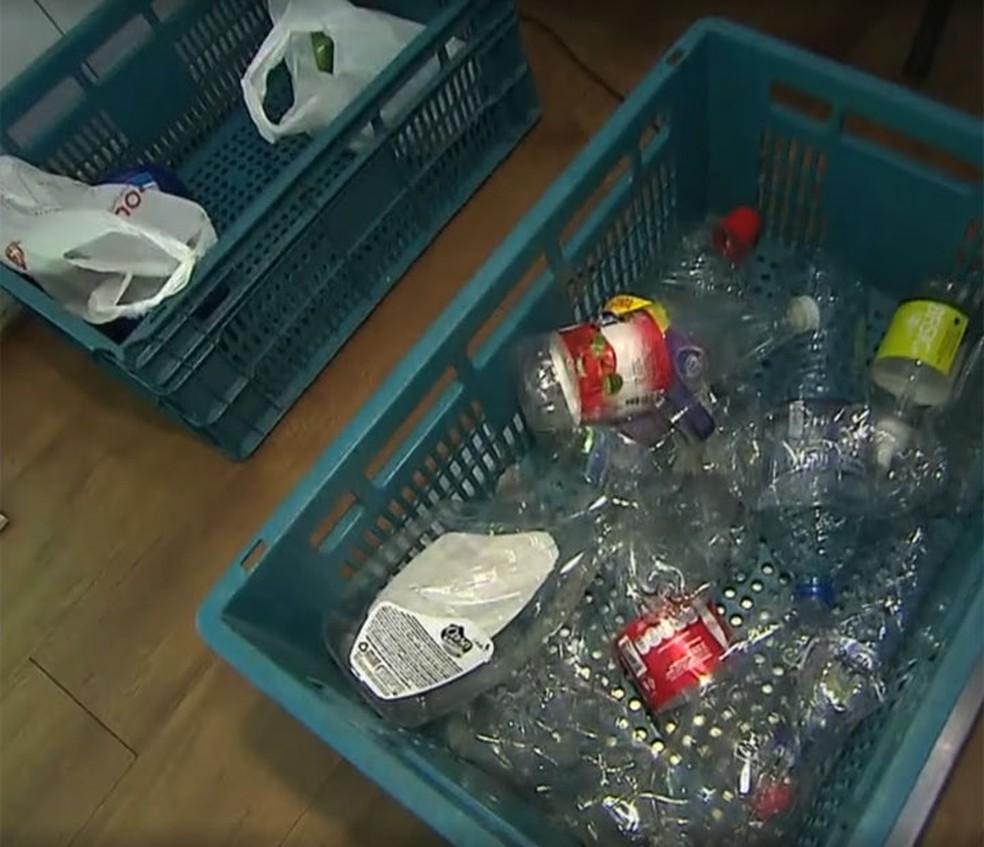 Material reciclável que é usado no desconto de energia, em Salvador — Foto: Reprodução/TV Bahia