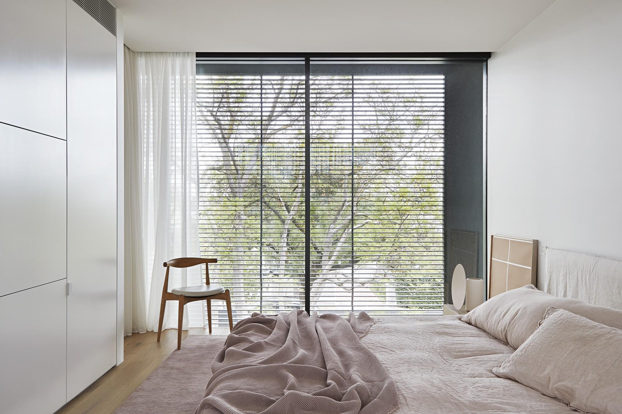 Décor do dia: quarto minimalista com janela do chão ao teto
