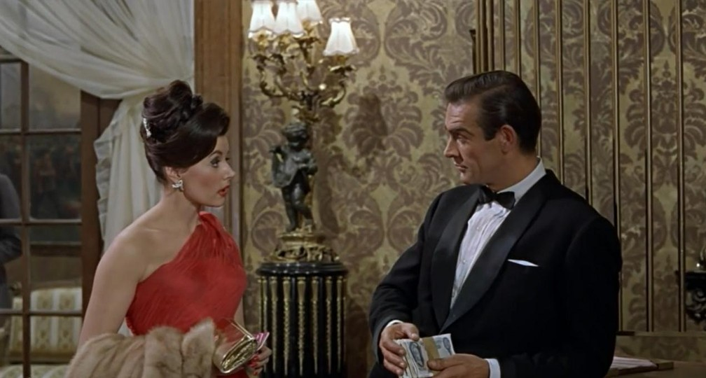 Eunice Gayson e Sean Connery em 'Dr. No', de 1962 — Foto: Divulgação
