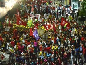 Grupo protesta a favor do governo Dilma em Natal (Foto: Fernanda Zauli/G1)
