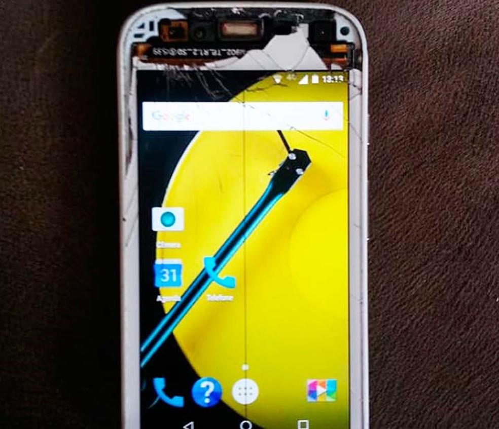 Mulher foi agredida por assaltante, em Salvador, após homem ver tela de aparelho celular quebrada — Foto: Arquivo Pessoal