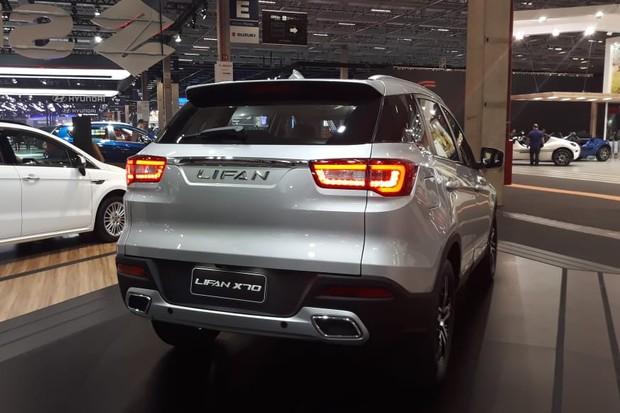 X70 tem porte de médio e toques como lanternas de LEDs (Foto: Maria Clara Dias/Autoesporte)