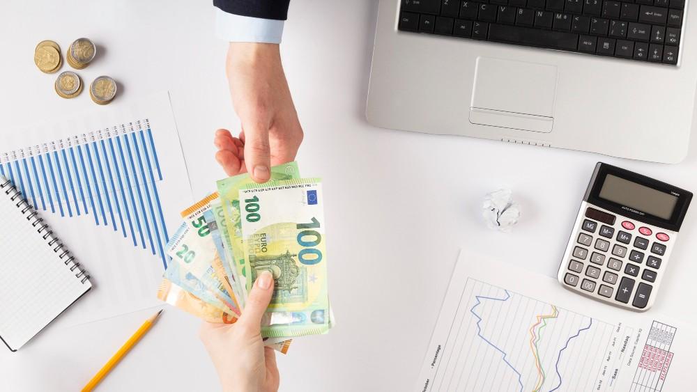 Corretora de câmbio catarinense aposta no atendimento on-line como facilitador para transações