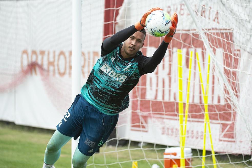 Gabriel Batista é o favorito para assumir o gol do Flamengo contra o Bahia — Foto: Alexandre Vidal / Flamengo