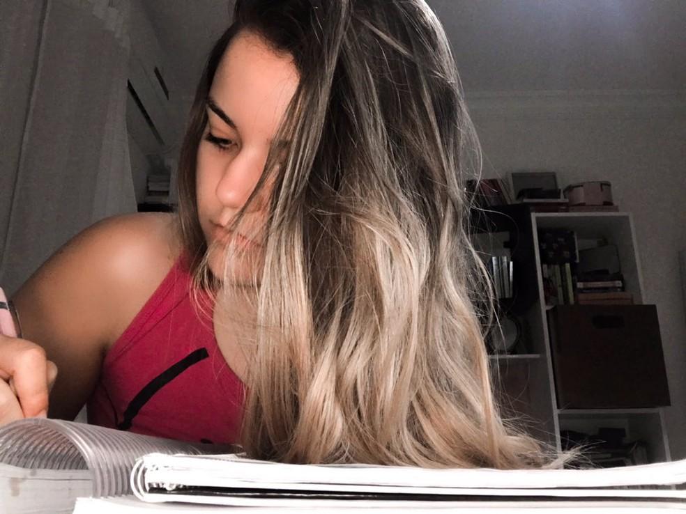 Raphaele Farias, de 17 anos, teve duas crises de ansiedade. Ela quer cursar medicina. — Foto: Arquivo pessoal