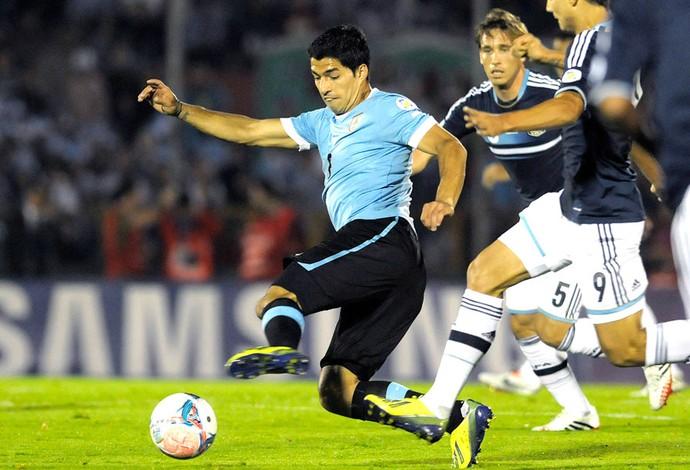 Suarez Uruguai e Argentina (Foto: Agência AP)