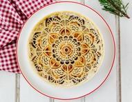 Torta de palmito leva massa caseira e é finalizada com tinta alimentícia