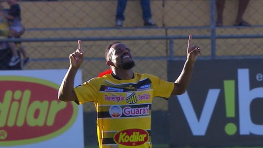 Prass bate roupa, e Cléo Silva aproveita o rebote para marcar para o Novorizontino