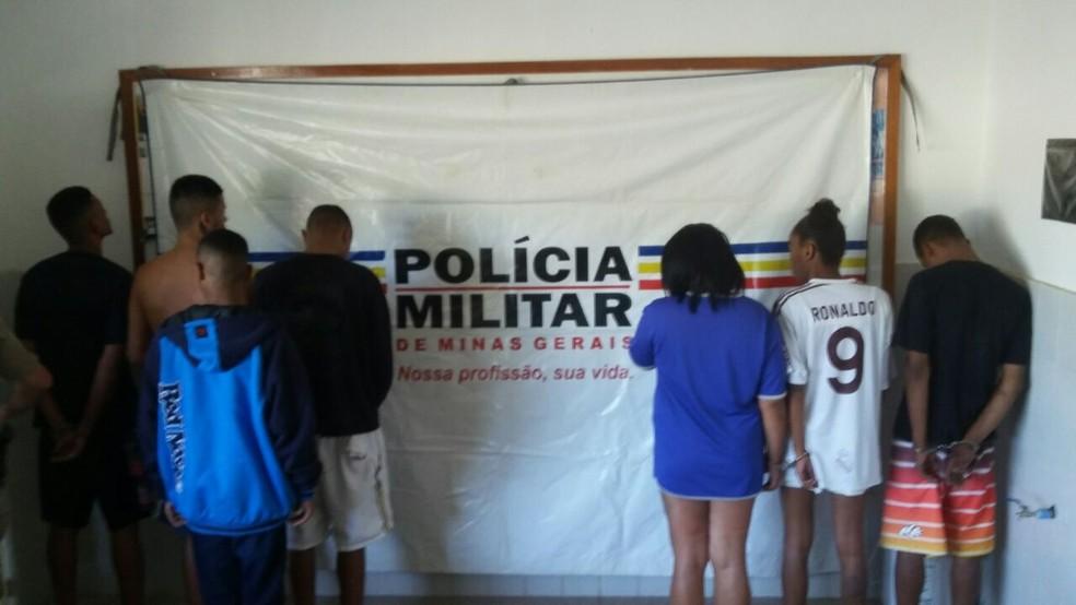 -  Grupo detido pela PM em Bicas  Foto: Polícia Militar/Divulgação