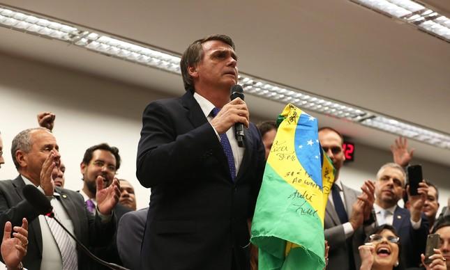 Sem Lula, Bolsonaro perde para Barbosa, diz pesquisa DataPoder360