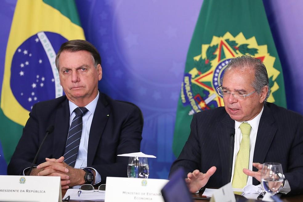 Jair Bolsonaro (sem partido) e o ministro Paulo Guedes, em evento em janeiro de 2021. — Foto: Marcos Corrêa/PR