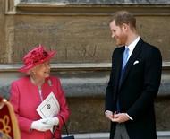 Príncipe Harry se manifesta sobre relato de que estaria esperando por morte da rainha Elizabeth II para lançar livro
