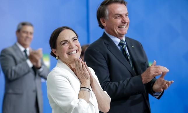 Jair Bolsonaro e Regina Duarte na posse da secretária da Cultura