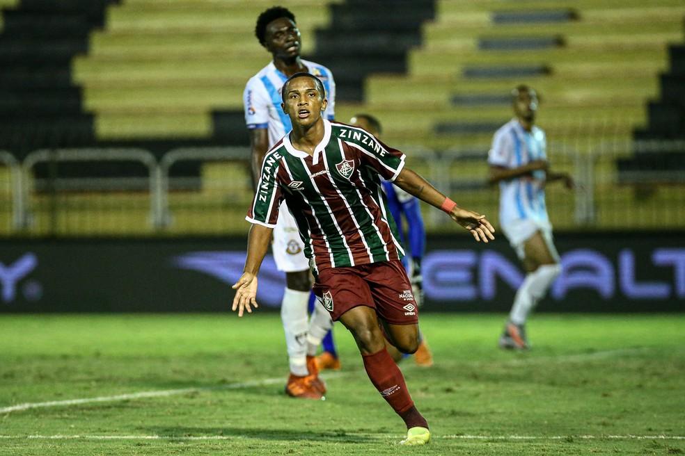 Kayky ganhou status de titular absoluto na ponta direita com só 17 anos — Foto: Lucas Merçon / Fluminense