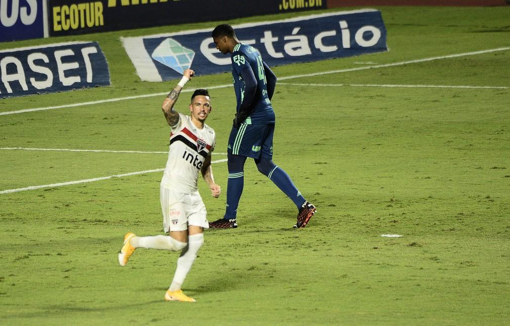 Luciano comemora o gol do São Paulo contra o Flamengo no Morumbi — Foto: Marcos Ribolli