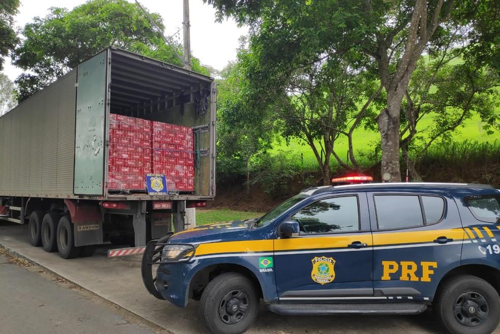 PRF apreende 24 mil litros de cerveja por sonegação fiscal em Teófilo Otoni — Foto: Polícia Rodoviária Federal/Divulgação