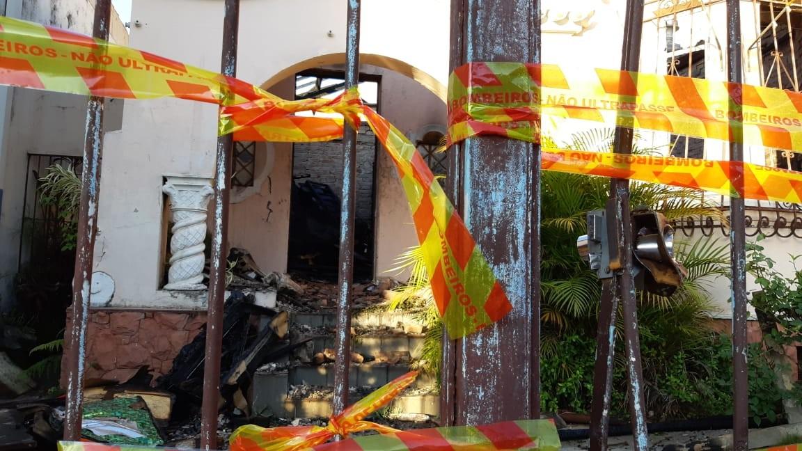 Restaurador de artes sacras de 83 anos morre após incêndio em casa paroquial ao lado de igreja de Campinas
