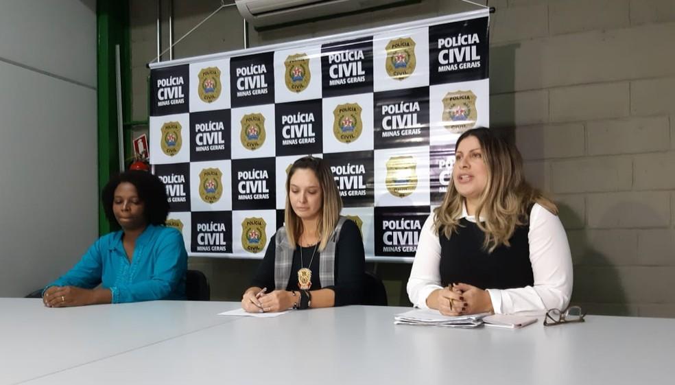 Laurimar, mãe de Keke, delegada Renata Ribeiro e advogada Nádia de Castro Alves, em coletiva de imprensa nesta segunda-feira (24). — Foto: Cíntia Paes/G1 Minas