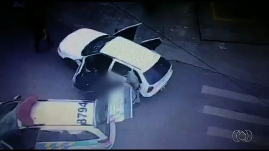 PMs investigados por atirar em carro e causar mortes de refém e assaltante são presos em Goiás