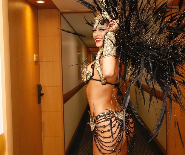 Lívia Andrade como anjo negro no Carnaval 2016 (Foto: Marcelo Spatafora/Editora Globo)