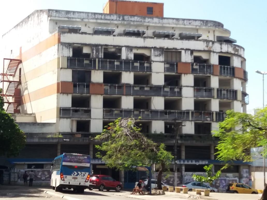 Vândalos depredam antigo prédio do INSS no centro de Maceió, AL