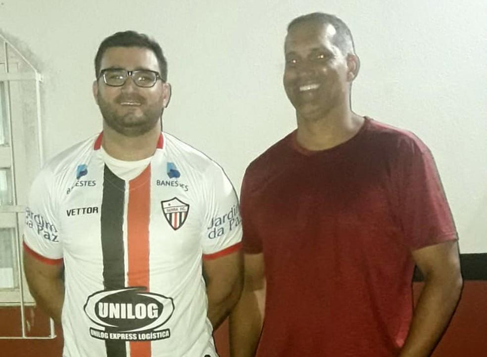 José Alves (vice) e Ervinio Ferreira (presidente), do Serra  — Foto: Serra FC