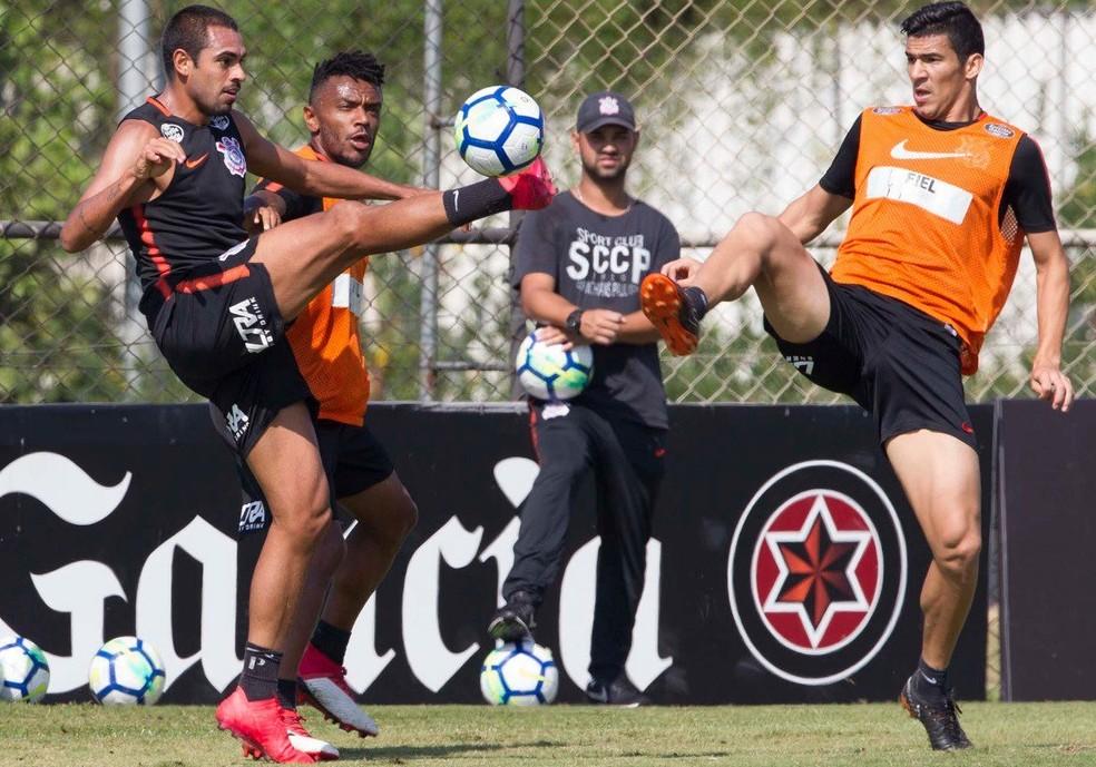 Treino do Corinthians na manhã deste sábado. Balbuena não deve jogar (Foto: Daniel Augusto Jr./Agência Corinthians )
