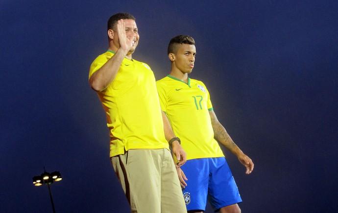 Ronaldo apresentação camisa Seleção Brasileira (Foto: Cintia Barlem)