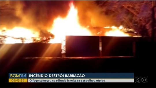Incêndio destrói barracão de recicláveis em Toledo