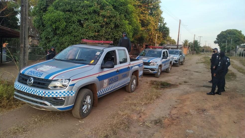 Polícia Militar nas ruas de Terra Santa para cumprimento de mandados de prisão — Foto: Polícia Militar/Divulgação