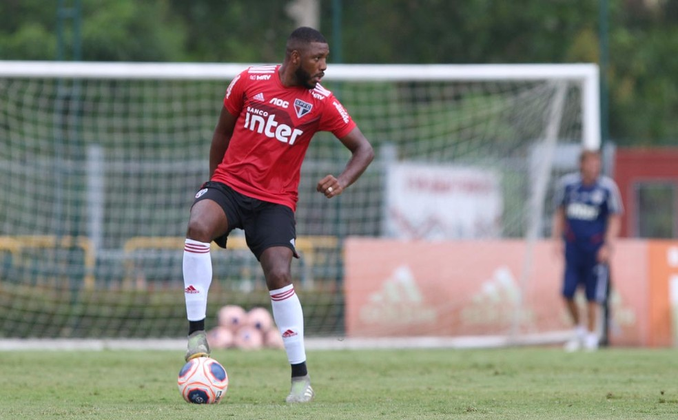 Jucilei, do  São Paulo, foi oferecido ao Grêmio — Foto: Rubens Chiri / saopaulofc.net