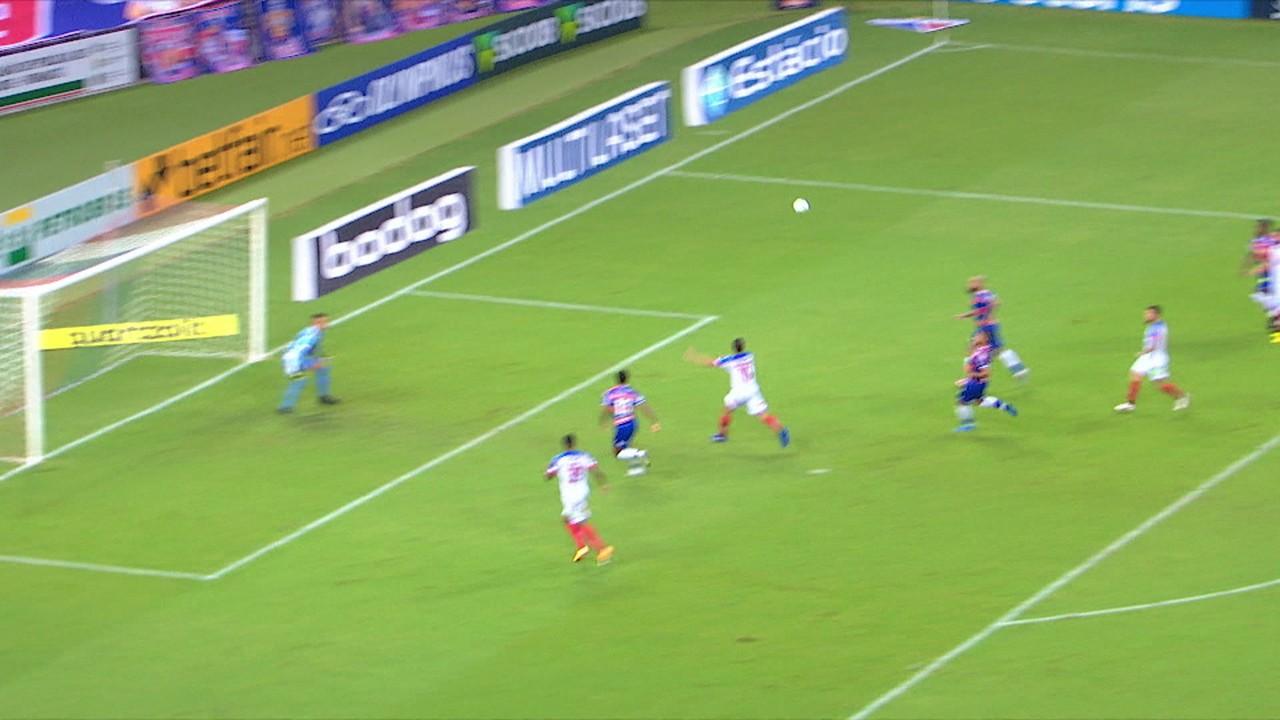 Gol do Bahia! De novo, Nino Paraíba cruza e Rodriguinho faz de cabeça, aos 16' do 2º tempo