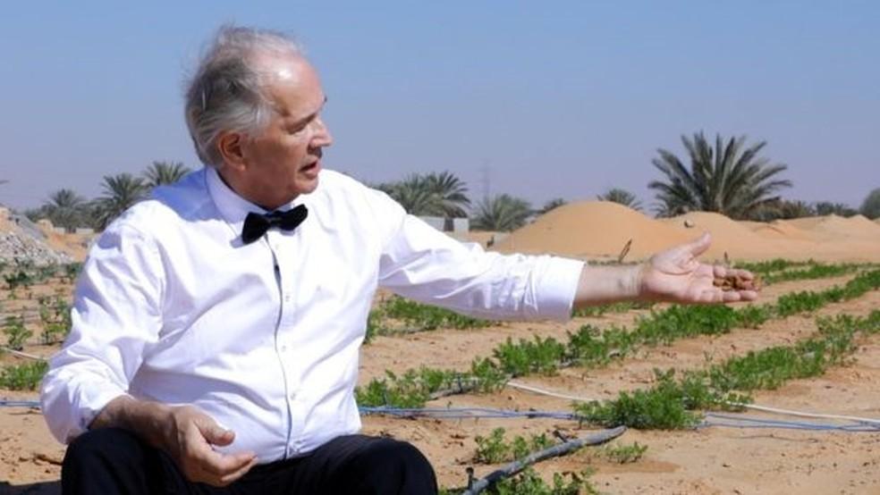 Kristian Morten Olesen diz que sua invenção vai 'mudar as regras do jogo' da agricultura no deserto (Foto: BBC)