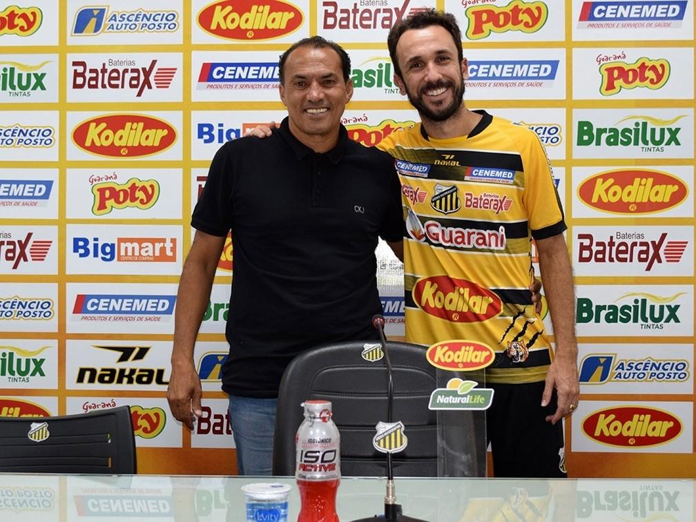 Thiago Ribeiro é apresentado no Novorizontino — Foto: Thiago Carvalho/Grêmio Novorizontino