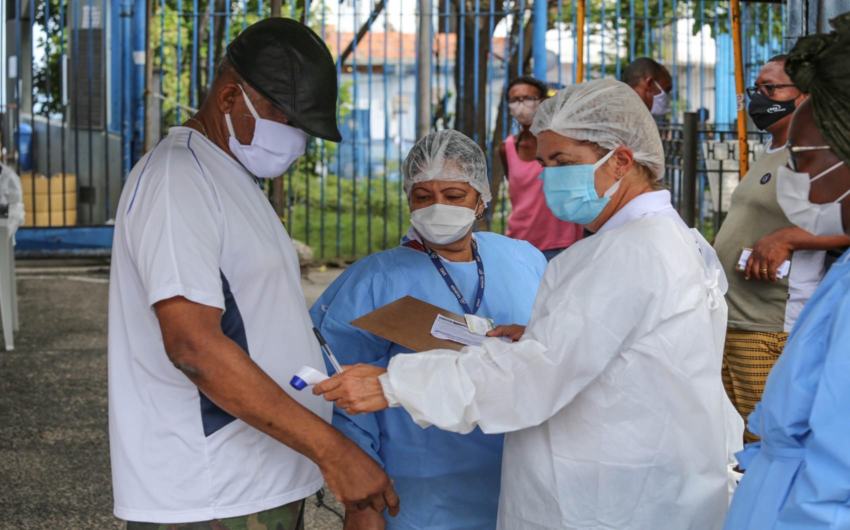 Testes detectam 175 pessoas com Covid-19 em bairros de Salvador