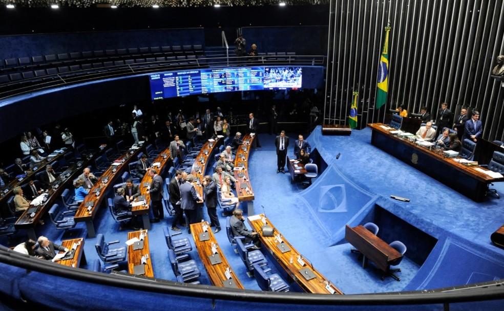 Senadores reunidos em plenário durante a sessão desta terça-feira (6) — Foto: Jonas Pereira/Agência Senado