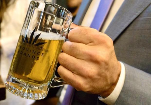 Caneca com cerveja de maconha da Province Brands (Foto: Reprodução/Facebook Province Brands)