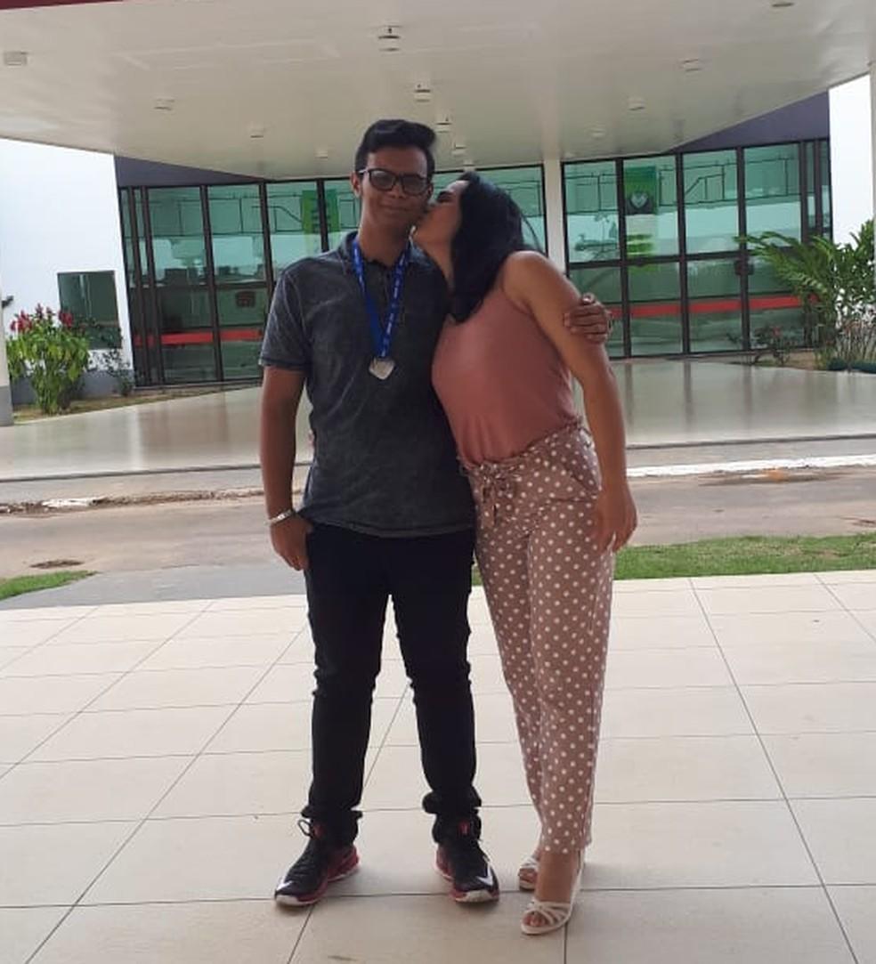 Luslene Vasquez, mãe de Luiz Fernando, diz que se preparou o psicológico para a mudança do filho  — Foto: Arquivo pessoal