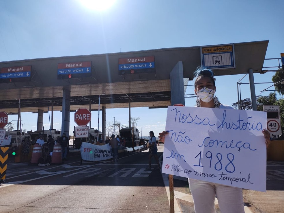 Protesto reuniu indígenas da região norte do Paraná — Foto: Amarildo Geraldo Soledade