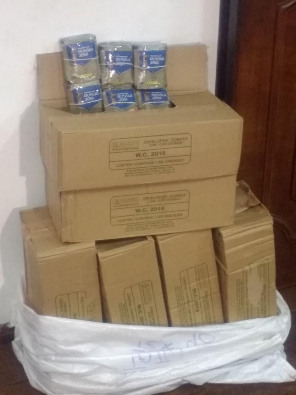 Caixas com 6 mil figurinhas da Copa do Mundo foram furtadas de empresa (Foto: Thiago Vasconcelos/TV TEM)