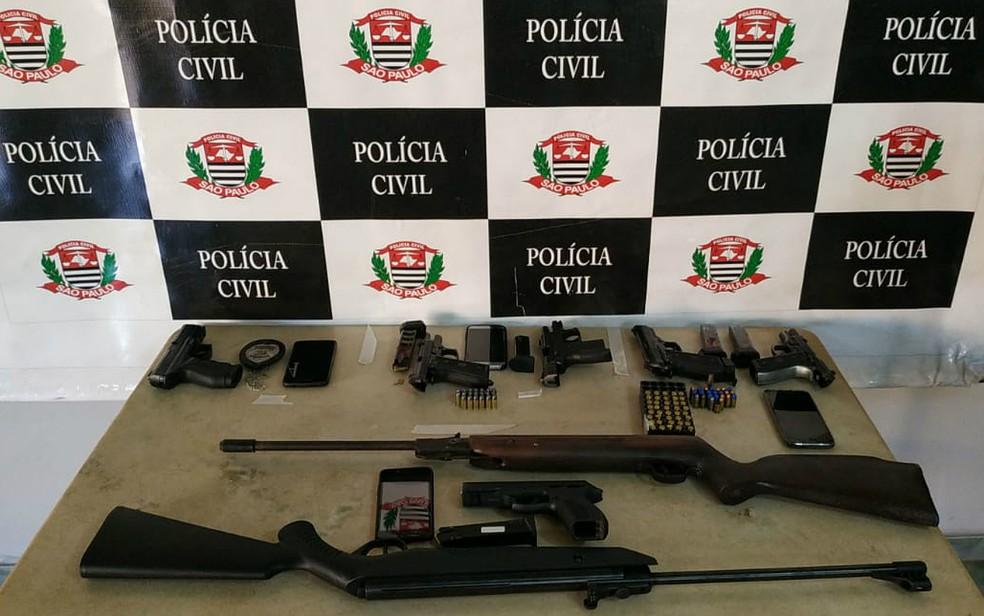 Armas e munições apreendidas na Operação Calabar em Bebedouro, SP — Foto: Polícia Civil/Divulgação