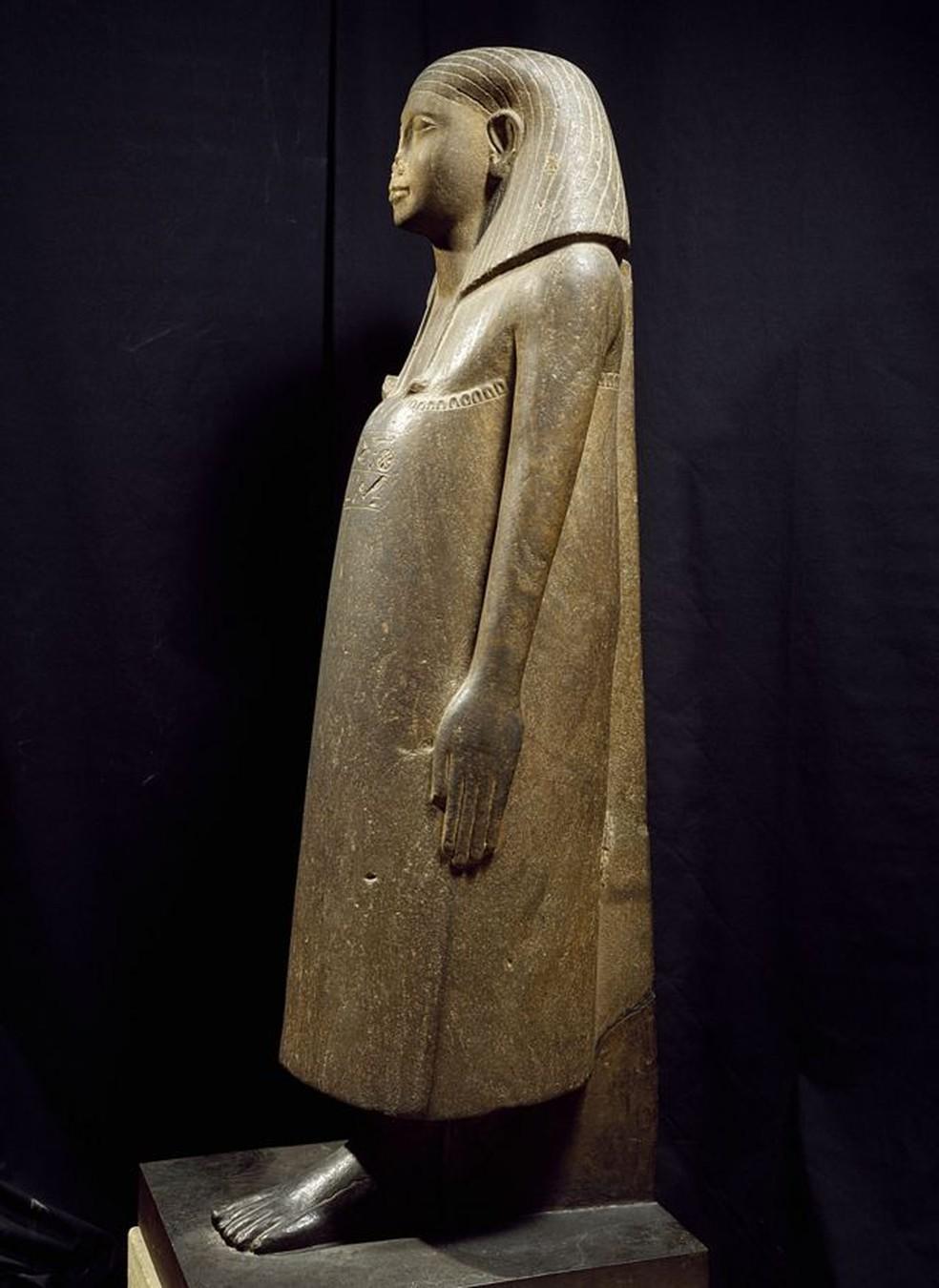 Estátua egípcia: imagem mostra que falta o nariz — Foto: Getty Images/Via BBC