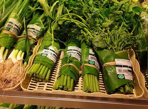 A folha de bananeira tornou-se uma boa solução para as embalagens por seu tamanho e flexibilidade  (Foto: Facebook/ Reprodução)