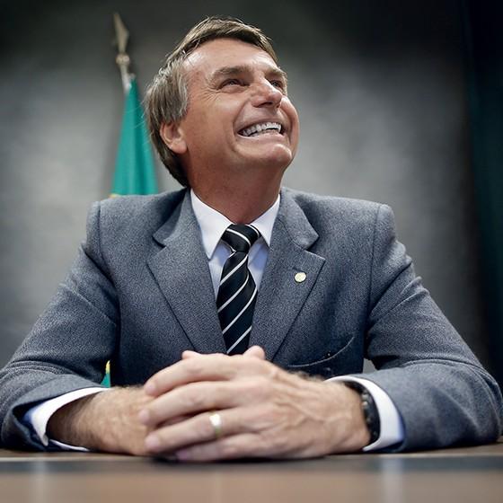 O MITO O deputado Jair Bolsonaro  é o segundo político com mais seguidores nas redes sociais. Ele aposta em discursos radicais e contundentes, salpicados por memes em que seguidores o bajulam, chamando-o de Bolsomito (Foto: Igo Estrela/Estadão Conteúdo)
