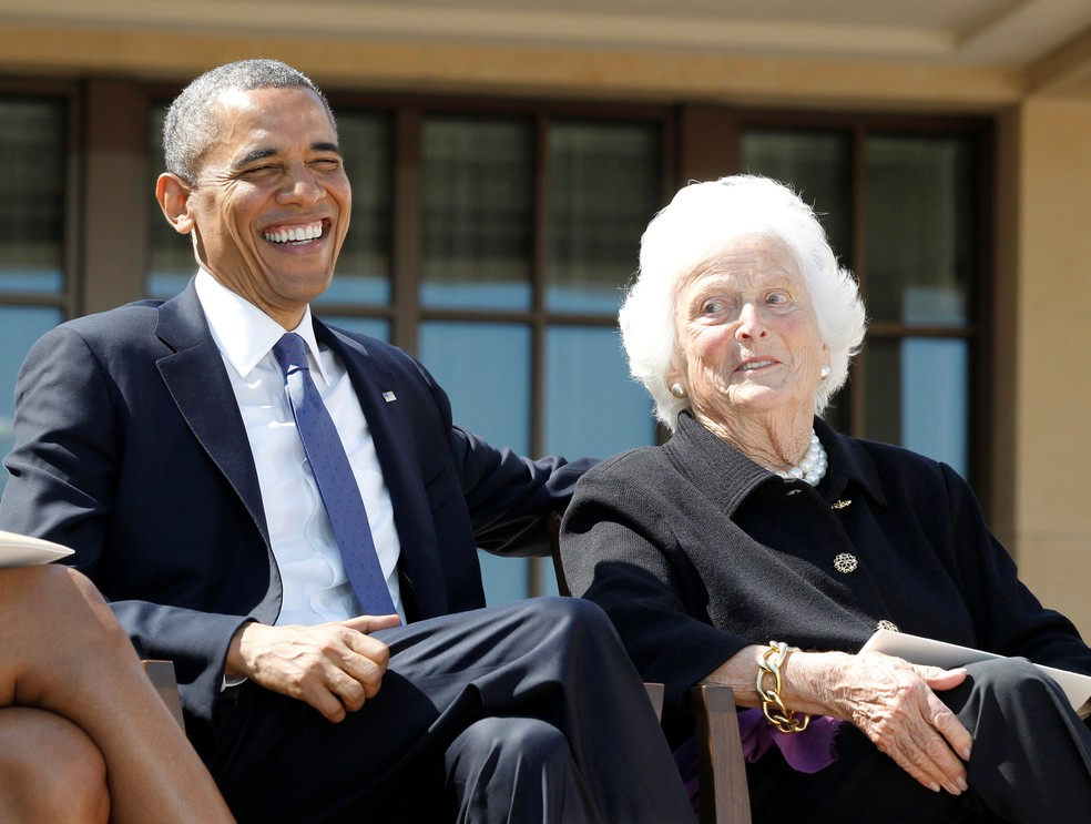 Barack Obama ao lado de Barbara Bush em 2013 (Foto: REUTERS/Jason Reed)