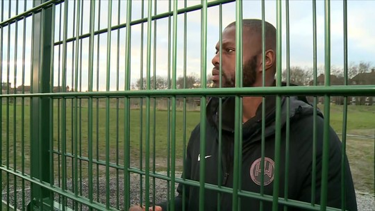 Ex-presidiário cria clube de futebol para salvar crianças do crime em bairro violento do leste de Londres