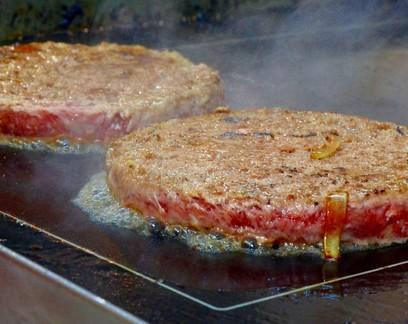 Hambúrguer com mais gordura? Sem ser redondo? Saiba o que pode mudar na identidade e qualidade do produto